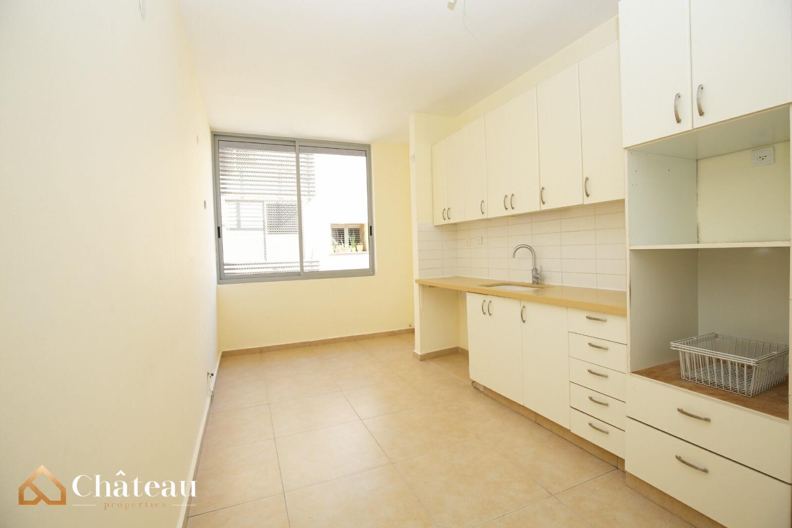 5 room apartment, City Center, Ra'anana
